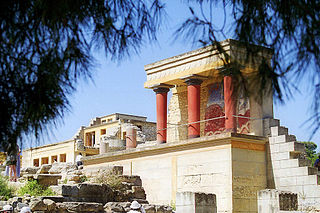 部分的に復元されたクノッソスの宮殿と壁画